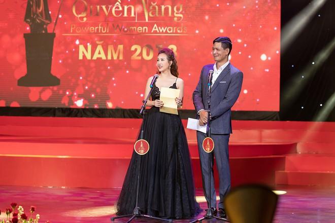 Hoa hậu Thu Hoài khoe vẻ gợi cảm hết cỡ khi sánh đôi cùng bạn trai doanh nhân - Ảnh 13.