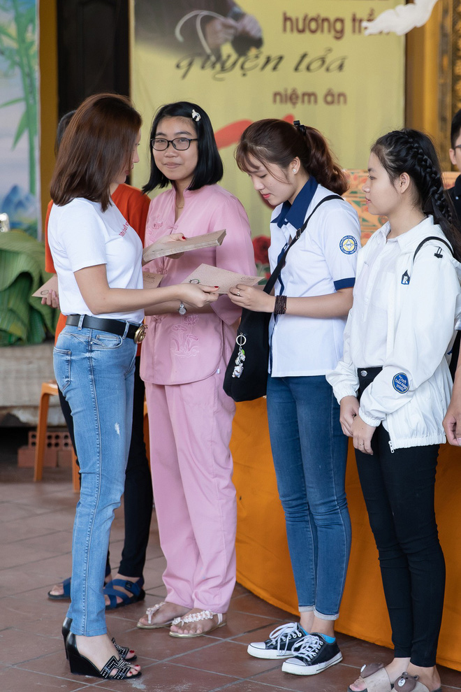 Hoa hậu Thu Hoài khoe vẻ gợi cảm hết cỡ khi sánh đôi cùng bạn trai doanh nhân - Ảnh 5.