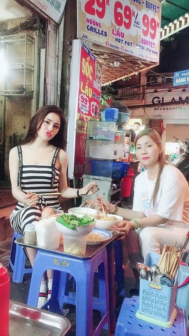 Á hậu Thư Dung làm gì giữa tin đồn bị bắt vì mua bán dâm? - Ảnh 2.