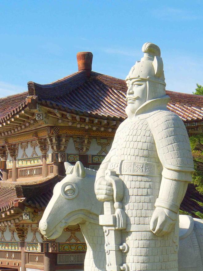 Những cung thủ giỏi bậc nhất lịch sử thế giới: Có chủ nhân của ngựa Xích Thố - Ảnh 4.
