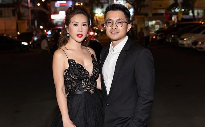 Hoa hậu Thu Hoài khoe vẻ gợi cảm hết cỡ khi sánh đôi cùng bạn trai doanh nhân