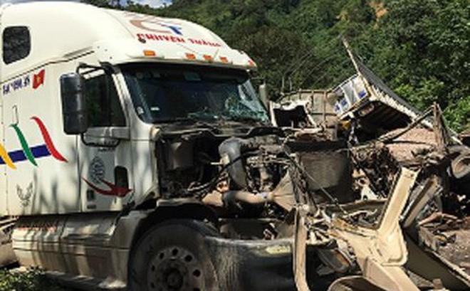 Ô tô đâm nhau tan tành, quốc lộ 12A ách tắc kinh hoàng