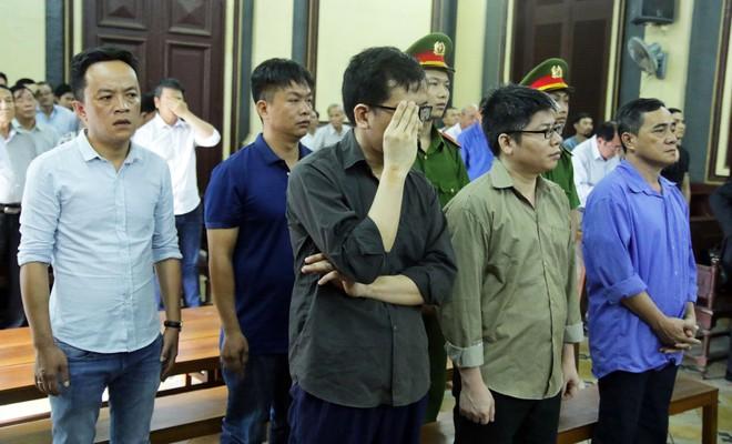 Cựu công an tiếp tay đường dây thuê Việt kiều buôn lậu xe sang kêu oan - Ảnh 1.