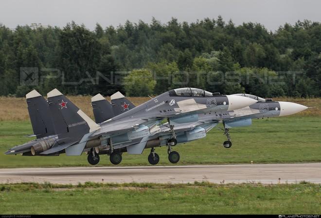 Tiêm kích Su-30SM Nga ồ ạt tới Khmeimim: Sân chơi Syria đã kết thúc với Mỹ-NATO? - Ảnh 1.