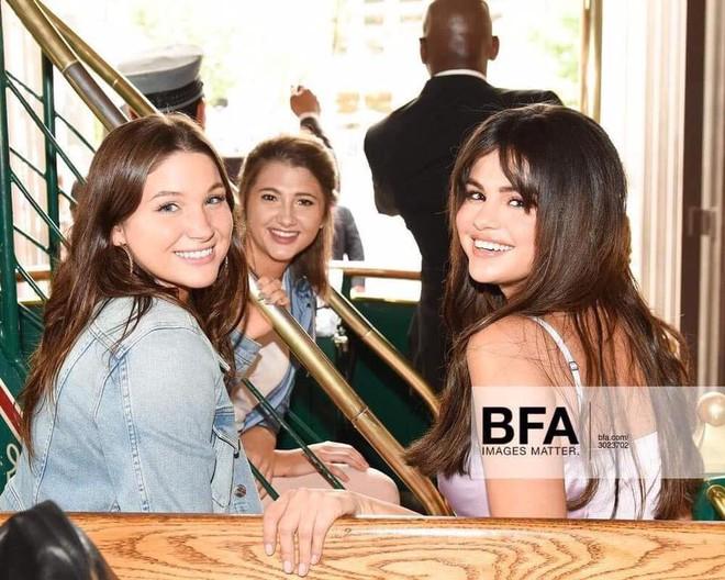 Loạt ảnh xinh ngất ngây của Selena Gomez chứng minh: Con gái đẹp nhất khi không thuộc về ai cả! - Ảnh 9.