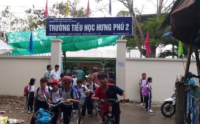 """30 phụ huynh tới trường thắc mắc về việc dạy SGK Tiếng Việt mới: """"Đã hiểu và ra về"""""""