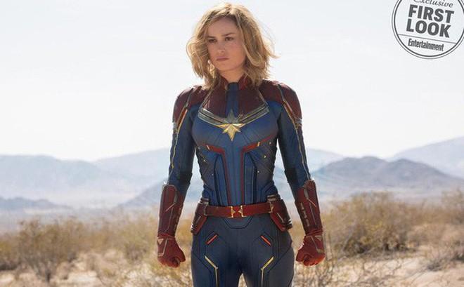 Nữ siêu anh hùng Captain Marvel chính thức lộ diện, sát cánh cùng Nick Fury hồi trẻ còn nguyên cả hai mắt