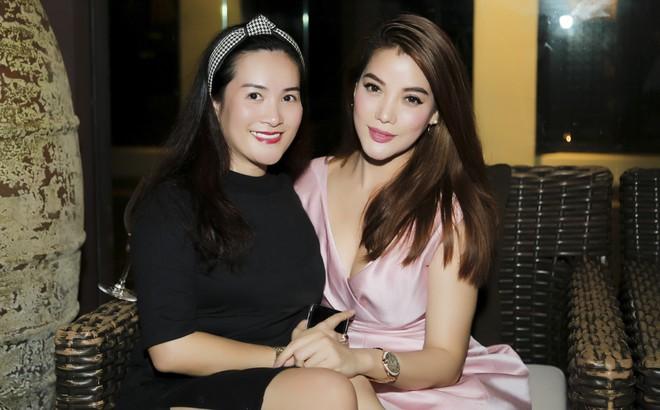 Vợ MC Bình Minh được khen trẻ, đẹp khi đọ sắc với Trương Ngọc Ánh