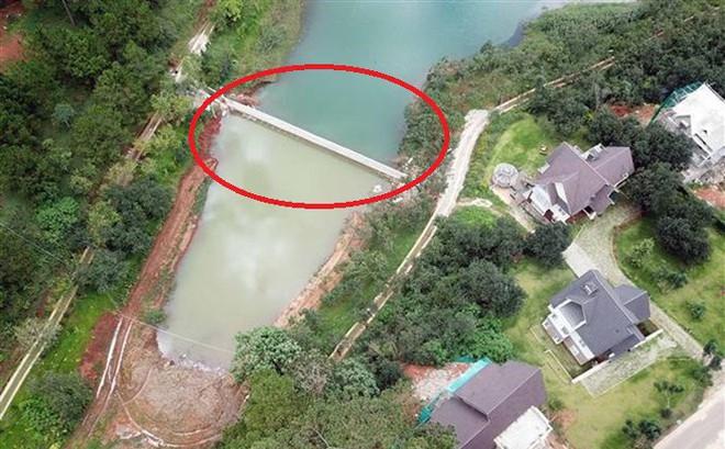 """Mặt hồ di tích Quốc gia ở Đà Lạt bị bờ kè bê tông """"xẻo"""" mất 1 nhánh: Đổ bê tông rất nhanh"""