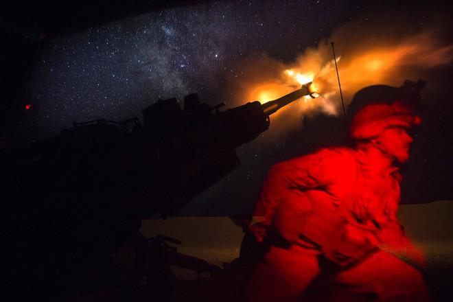 Vừa bị Nga dọa đánh vào căn cứ then chốt ở Syria, Mỹ lập tức phô diễn lực lượng dằn mặt - Ảnh 1.