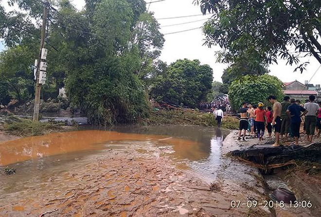 Cận cảnh 33 nhà dân bị lũ bùn thải quặng nhấn chìm ở Lào Cai - Ảnh 1.