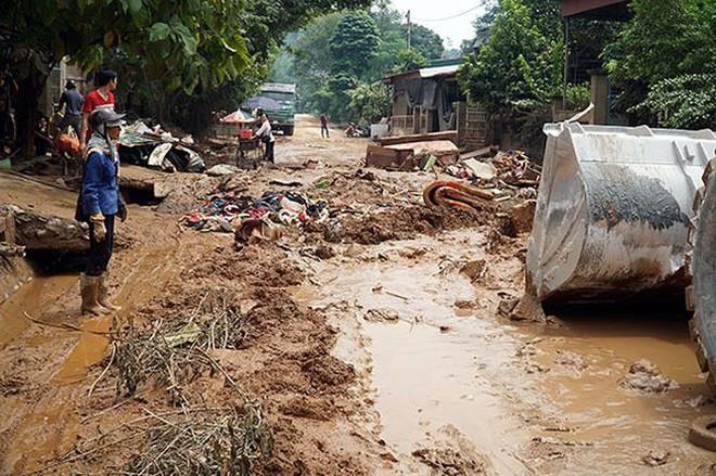 Cận cảnh 33 nhà dân bị lũ bùn thải quặng nhấn chìm ở Lào Cai - Ảnh 3.