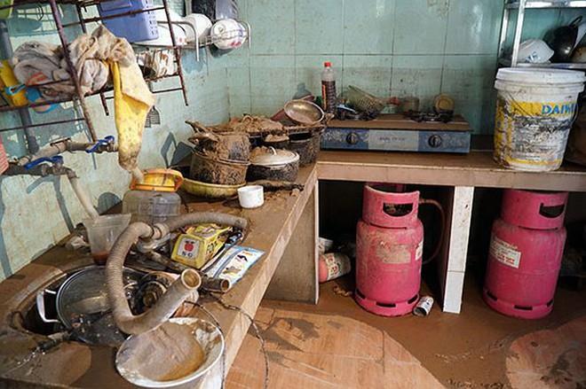 Cận cảnh 33 nhà dân bị lũ bùn thải quặng nhấn chìm ở Lào Cai - Ảnh 4.