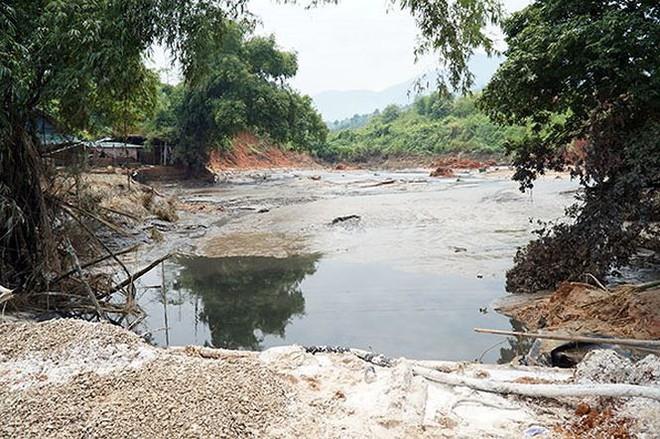 Cận cảnh 33 nhà dân bị lũ bùn thải quặng nhấn chìm ở Lào Cai - Ảnh 8.