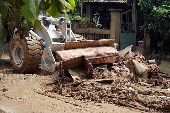 Cận cảnh 33 nhà dân bị lũ bùn thải quặng nhấn chìm ở Lào Cai - Ảnh 9.