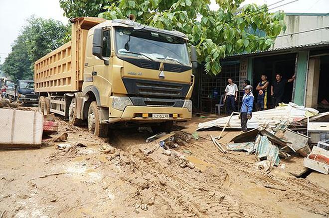 Cận cảnh 33 nhà dân bị lũ bùn thải quặng nhấn chìm ở Lào Cai - Ảnh 10.