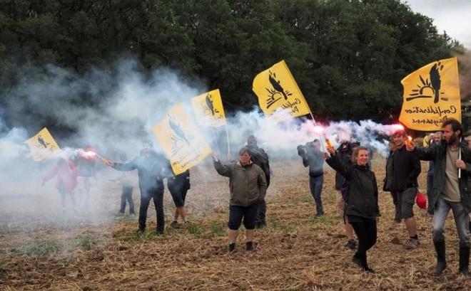 Lo sợ đất đai rơi vào tay Trung Quốc, nông dân Pháp sôi sục biểu tình