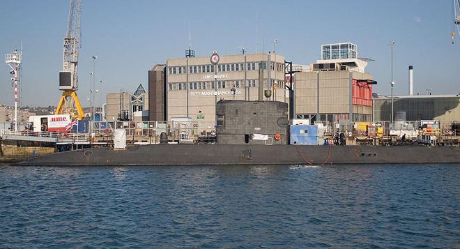 Tàu ngầm Anh chở tên lửa Tomahawk tiến về Địa Trung Hải: Liên minh tấn công Syria hội tụ? - Ảnh 1.