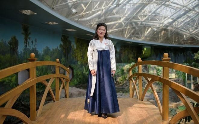 Ảnh: Phụ nữ Triều Tiên đầy mạnh mẽ, hiện đại và quyến rũ - Ảnh 2.