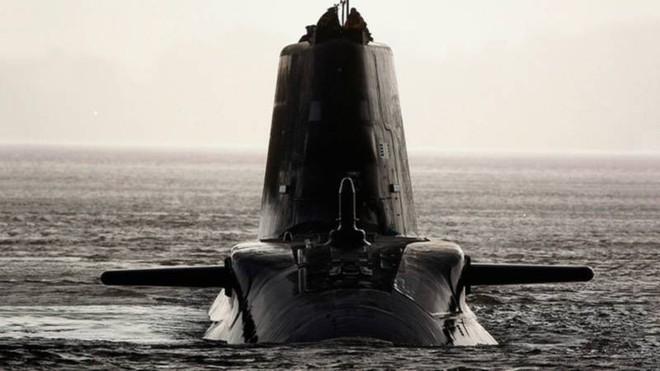 Chiến sự Syria: Bị sát thủ Kilo Nga săn, tàu ngầm Anh hoảng loạn và Tomahawk tịt ngòi? - Ảnh 2.