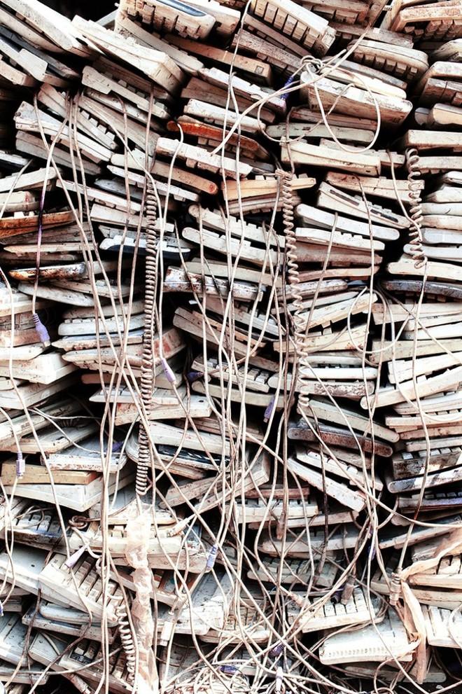 Hình ảnh đáng sợ từ những bãi rác thải công nghệ lớn nhất trên thế giới - Ảnh 13.