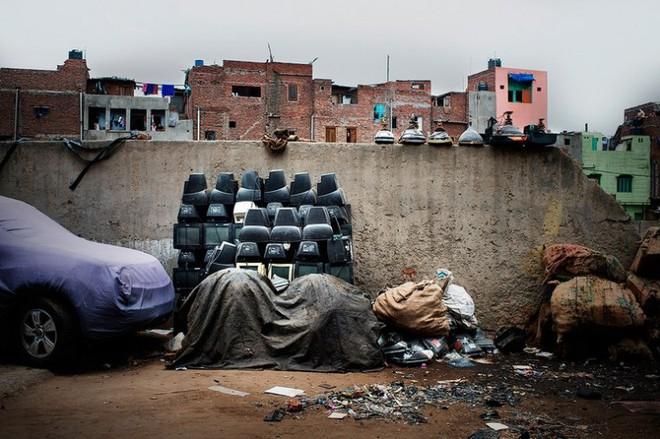 Hình ảnh đáng sợ từ những bãi rác thải công nghệ lớn nhất trên thế giới - Ảnh 17.