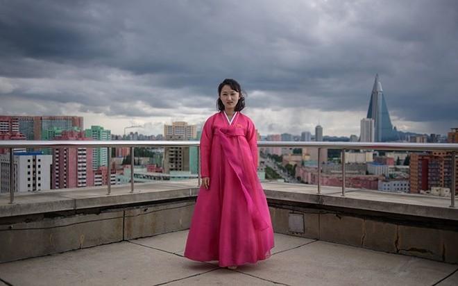 Ảnh: Phụ nữ Triều Tiên đầy mạnh mẽ, hiện đại và quyến rũ - Ảnh 3.