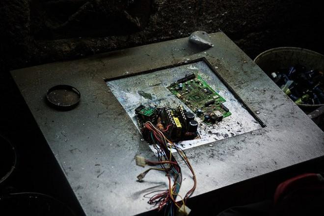 Hình ảnh đáng sợ từ những bãi rác thải công nghệ lớn nhất trên thế giới - Ảnh 5.