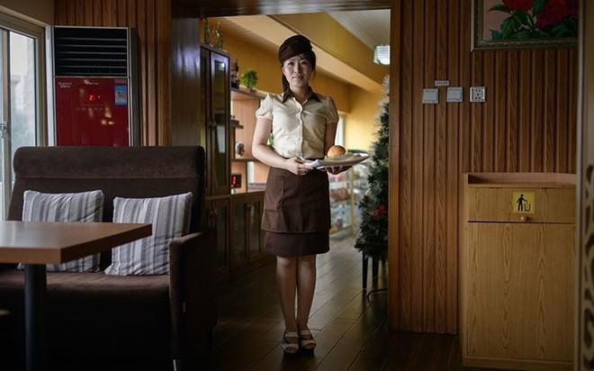 Ảnh: Phụ nữ Triều Tiên đầy mạnh mẽ, hiện đại và quyến rũ - Ảnh 7.
