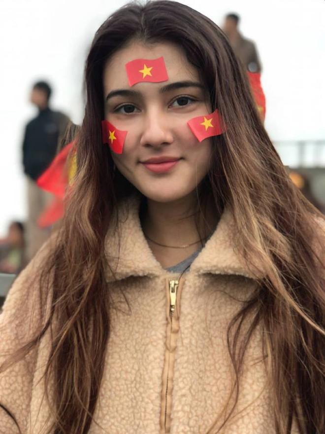 Nữ sinh Việt lai Đức cao 1m72, da nâu cá tính và là fan bự của tuyển bóng đá Việt Nam - Ảnh 9.