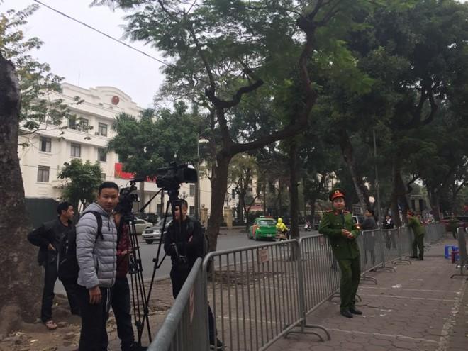 Trịnh Xuân Thanh cùng em trai ông Đinh La Thăng đang hầu tòa về tội tham ô - Ảnh 2.