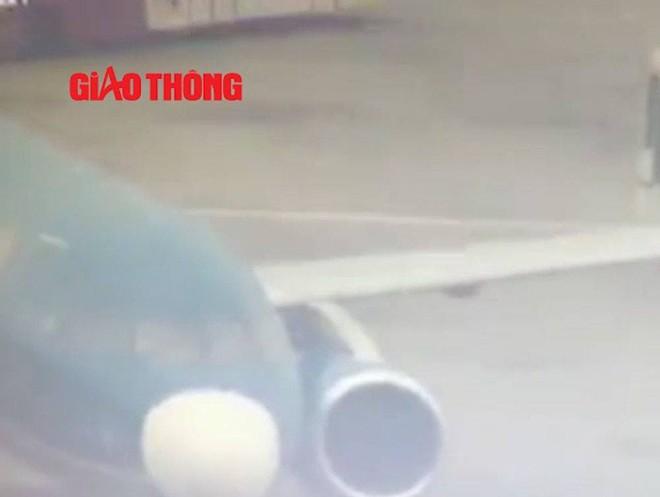 Video: Đoàn xe chở Vũ nhôm từ sân bay Nội Bài - Ảnh 9.