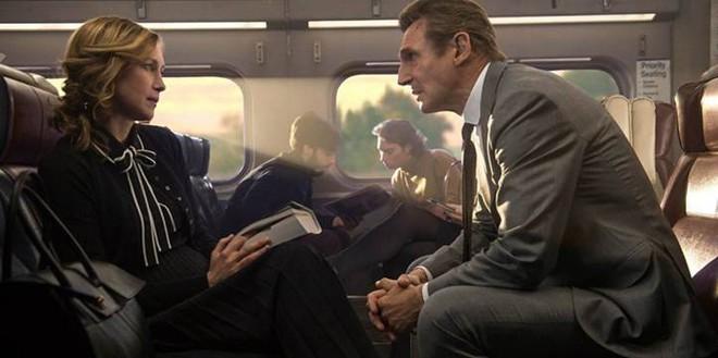 Hành khách bí ẩn: Phim hành động cuối cùng của tài tử Liam Neeson - Ảnh 2.