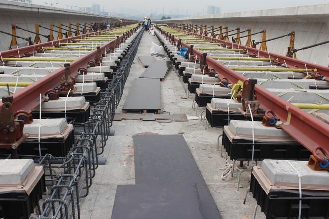 Cận cảnh 2km đường ray đầu tiên của tuyến metro trị giá 2,49 tỷ USD Bến Thành - Suối Tiên - Ảnh 1.