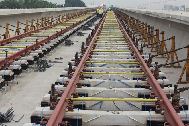 Cận cảnh 2km đường ray đầu tiên của tuyến metro trị giá 2,49 tỷ USD Bến Thành - Suối Tiên - Ảnh 9.
