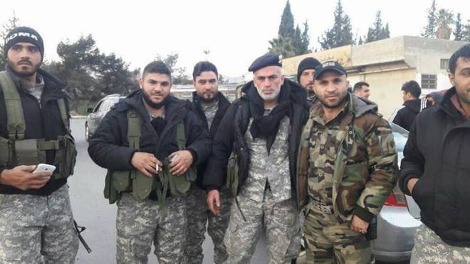 Căn cứ thiết giáp QĐ Syria bị bao vây nghẹt thở: Binh sĩ chính phủ cuống cuồng hội quân - Ảnh 1.