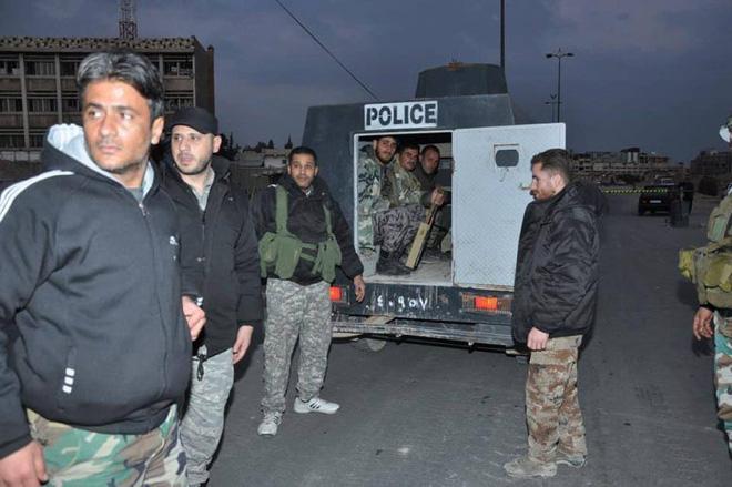 Căn cứ thiết giáp QĐ Syria bị bao vây nghẹt thở: Binh sĩ chính phủ cuống cuồng hội quân - Ảnh 2.