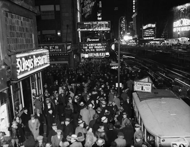 [Ảnh] Những khoảnh khắc ấn tượng trong gần 100 năm đón năm mới trên Quảng trường Thời đại - Ảnh 3.