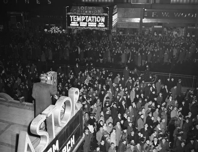 [Ảnh] Những khoảnh khắc ấn tượng trong gần 100 năm đón năm mới trên Quảng trường Thời đại - Ảnh 5.