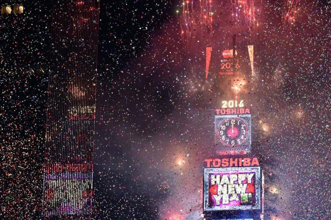 [Ảnh] Những khoảnh khắc ấn tượng trong gần 100 năm đón năm mới trên Quảng trường Thời đại - Ảnh 27.