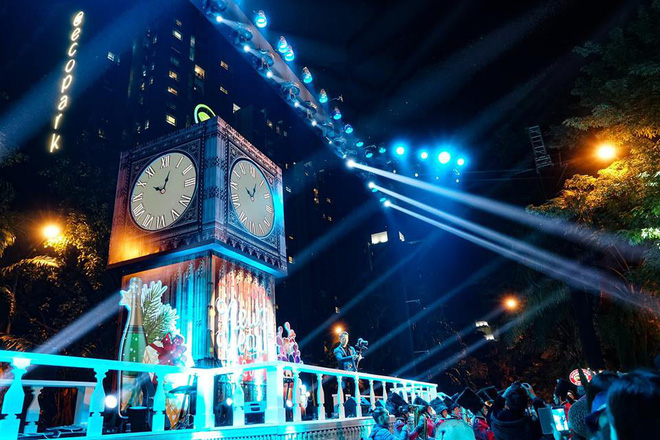 """Dân mạng """"ghen tị"""" với countdown đón năm mới hoành tráng của người Ecopark - Ảnh 1."""