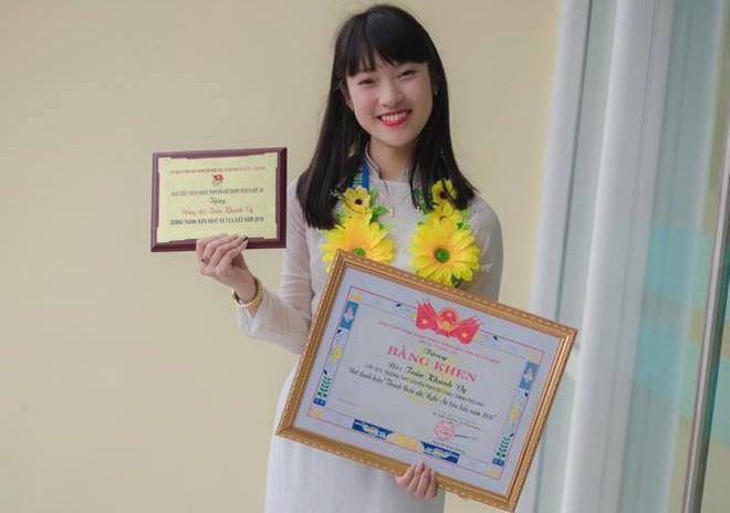 Cô nàng Khánh Vy 7 thứ tiếng vừa ẵm thêm danh hiệu Sinh viên 5 tốt của thành phố Hà Nội - Ảnh 1.