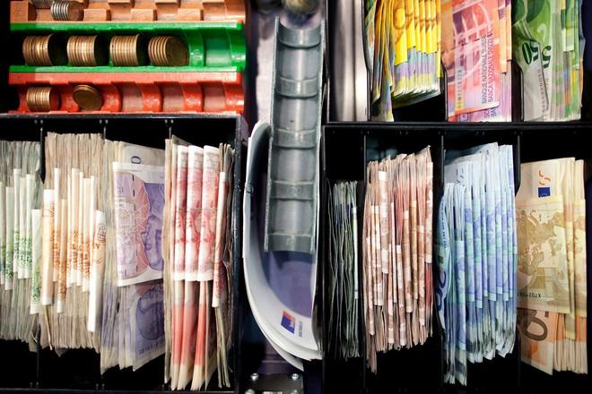 Nợ toàn cầu đạt mức kỷ lục 233.000 tỷ USD - Ảnh 1.
