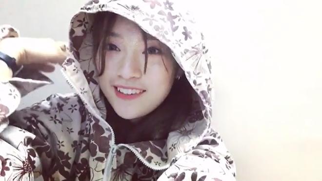 Khánh Vy mặc áo chống nắng, bắn rap cực chất bằng tiếng Anh - Ảnh 2.
