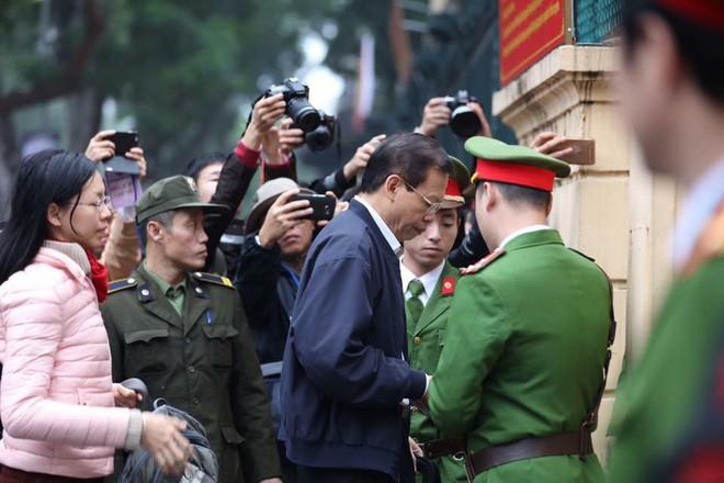 Xét xử ông Đinh La Thăng, Trịnh Xuân Thanh và đồng phạm: Cáo trạng cho rằng Trịnh Xuân Thanh quanh co, cản trở điều tra - Ảnh 18.