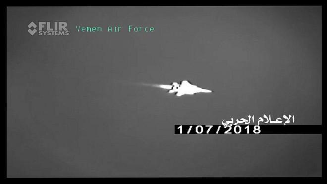 Houthi công bố khoảnh khắc tên lửa biến cả F-15 và Tornado thành bó đuốc: Không lối thoát - Ảnh 1.