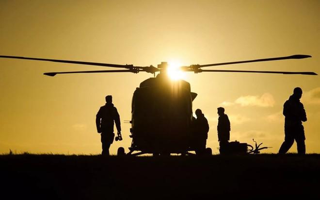 """Chùm ảnh chuyến bay """"giã từ binh nghiệp"""" của trực thăng Lynx ở Anh - Ảnh 1."""
