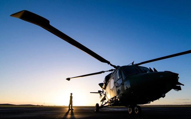 """Chùm ảnh chuyến bay """"giã từ binh nghiệp"""" của trực thăng Lynx ở Anh - Ảnh 2."""