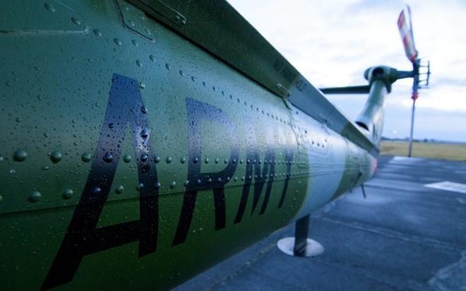 """Chùm ảnh chuyến bay """"giã từ binh nghiệp"""" của trực thăng Lynx ở Anh - Ảnh 4."""