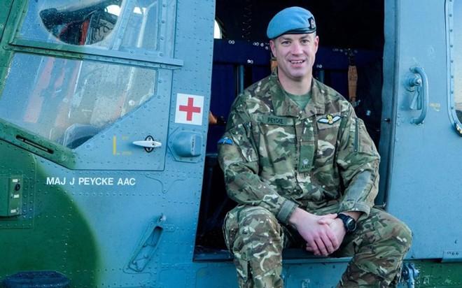 """Chùm ảnh chuyến bay """"giã từ binh nghiệp"""" của trực thăng Lynx ở Anh - Ảnh 5."""
